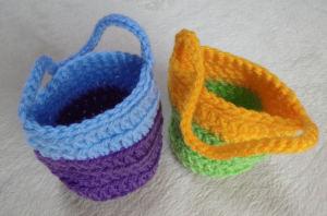 手編みの小さな毛糸のかご