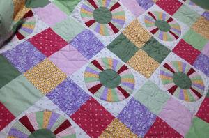 手縫いのベッドカバー