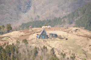 先にみえる烏尾山荘
