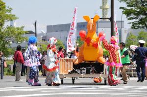 キッズパレードの先頭が到着