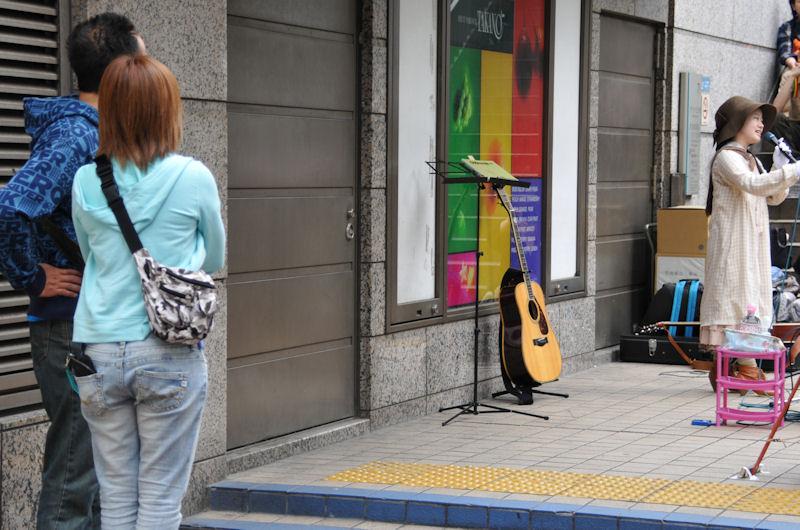 若い人も昭和歌謡を楽しんでいます