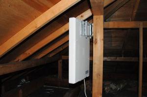 屋根裏に設置した平面アンテナ