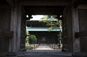 山門からの仏殿