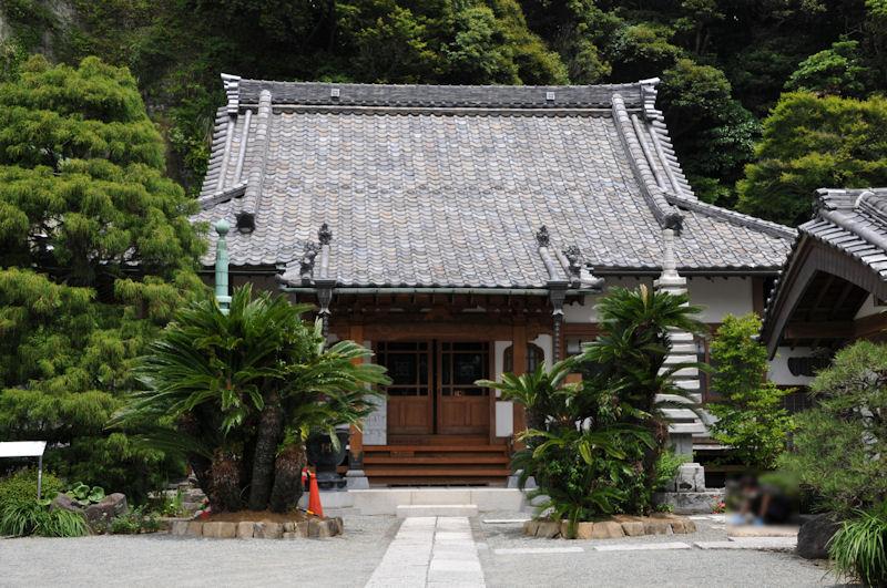 大きな屋根の本堂