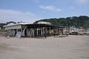 材木座海岸、海の家