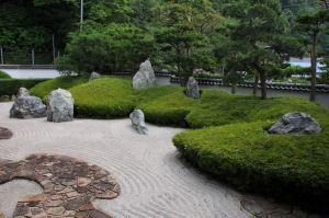 三尊五祖の庭石