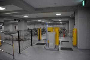 地下1階駐輪場出入口