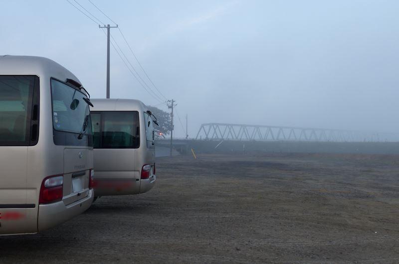 朝もやに霞んでいるのは新北上大橋