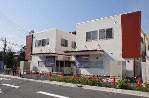 バスターミナルから見た仮設店舗用の建物