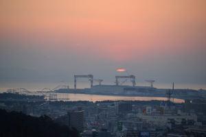 雲の切れ間から朝日がみえてきました
