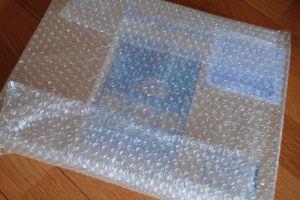 箱に入れエアーパッキンで梱包