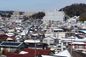 横浜積雪16cm、雪かき苦戦