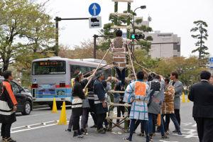 鎌倉鳶職組合のはしご演技