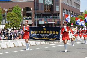 先頭は神奈川県警察音楽隊