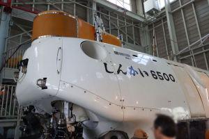 最大潜水深度は6500m