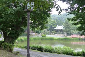 阿字ヶ池と鐘楼