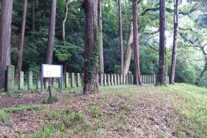 広場の北側には墓所があります