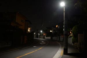 暗くなると交換したLEDの防犯灯は