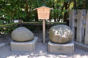 「鶴亀石」