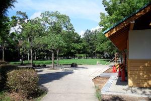 左へ行くと富岡八幡宮