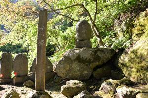 「閑さや岩にしみ入る蝉の声」俳人芭蕉翁の句を