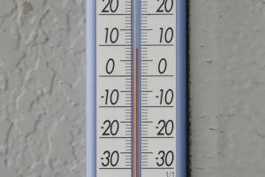 寒暖計の気温は9℃