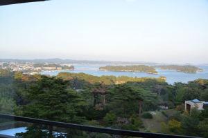 夕日に照らされた松島が一望
