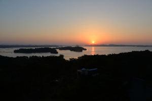 「大観荘」海側の部屋から見た日の出