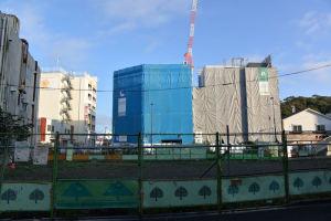 正面右側の「青木ビルEAST」