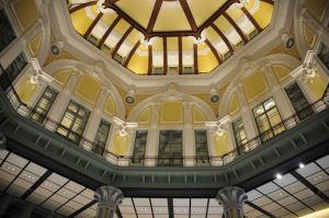北口のドーム天井