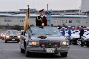 松本県警本部長の部隊巡閲