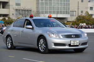 スカイラインの警察車両