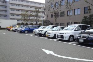 駐車場は早い時間ですがほぼ満車