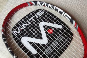MANTIS赤と黒のラケット