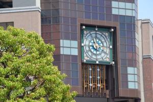 ワールドポーターズの時計は11時17分