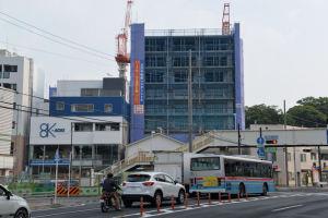 金沢八景駅前店舗移転が目立ちます