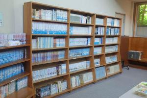 児童書の書棚