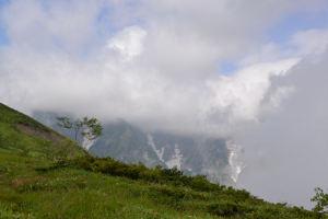 白馬鑓ヶ岳方向の沢の雲が