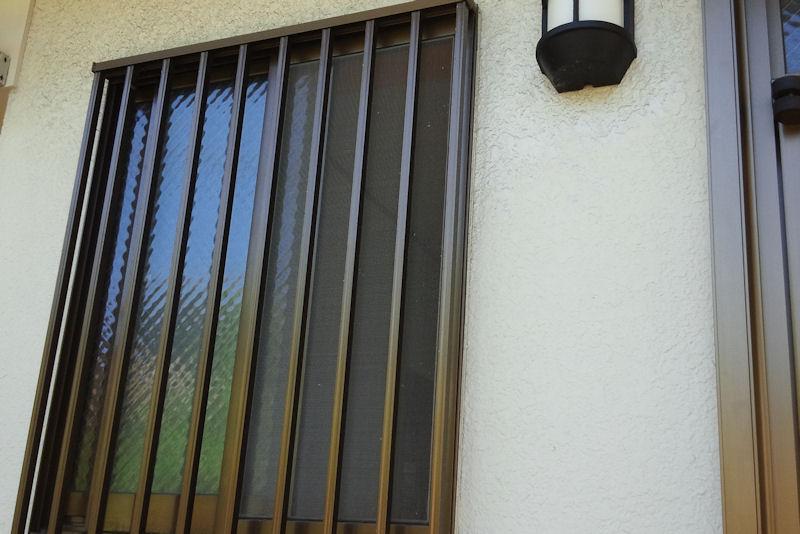 玄関脇の窓