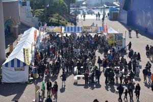 秋田の名物や物産品など販売するコーナー
