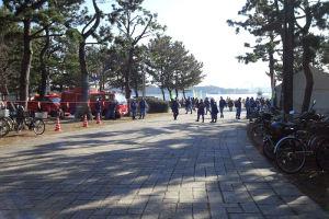 会場の海の公園入口