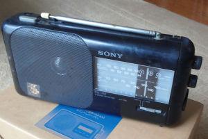 今まで使っていたSONYのラジオ
