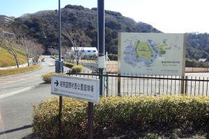 テニスコートは湘南国際村南西の一角にあります