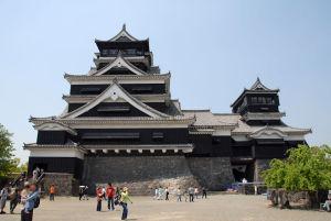 広場からの熊本城