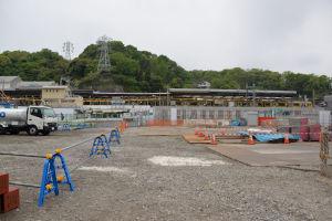 八景駅には黄色の京急電車がみえます