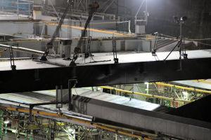 大型クレーン(650t吊)を使った東西自由通路鋼橋桁架設