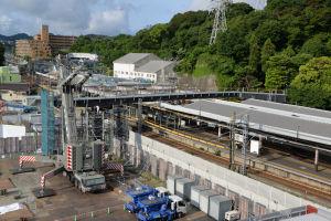 金沢八景駅東西自由通路鋼橋桁架設