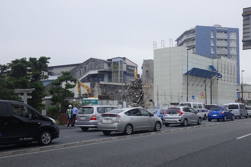 瀬戸神社前からの八景ビル解体現場