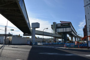 歩道橋のラインでシーサイドも延伸