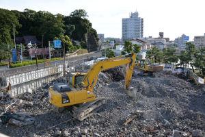 八景ビルは取り壊した残骸の整理